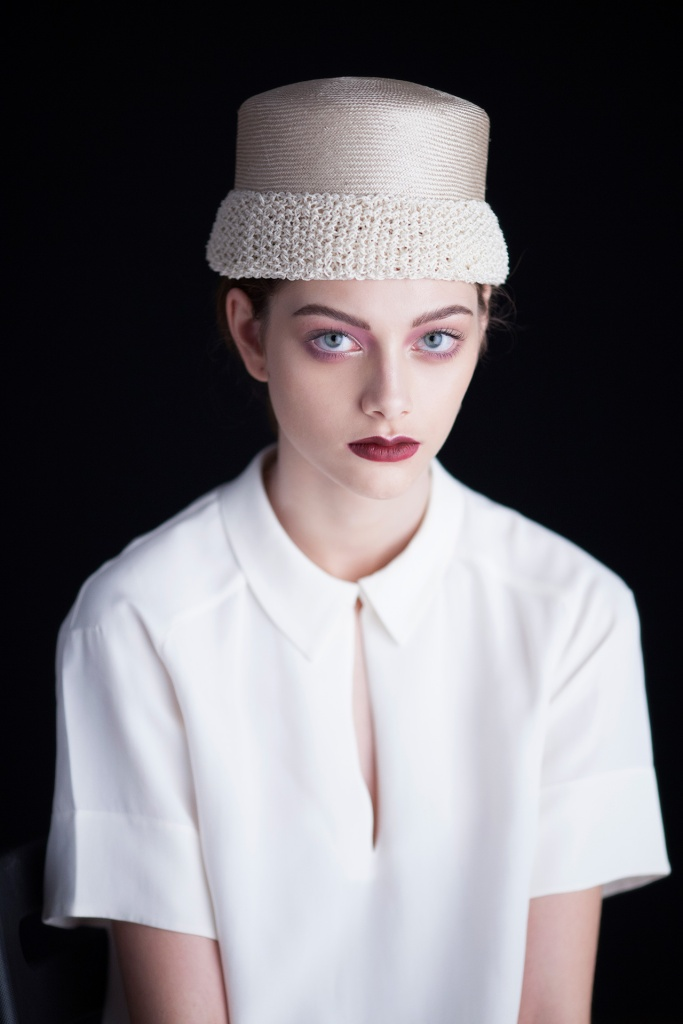 0000481_model_7Straw hat with a hand knit cotton edge